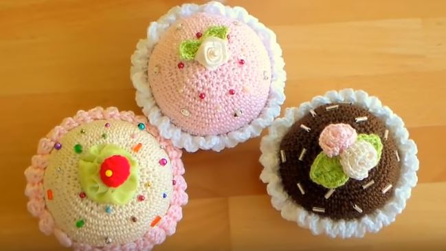 How to crochet cupcakes 16